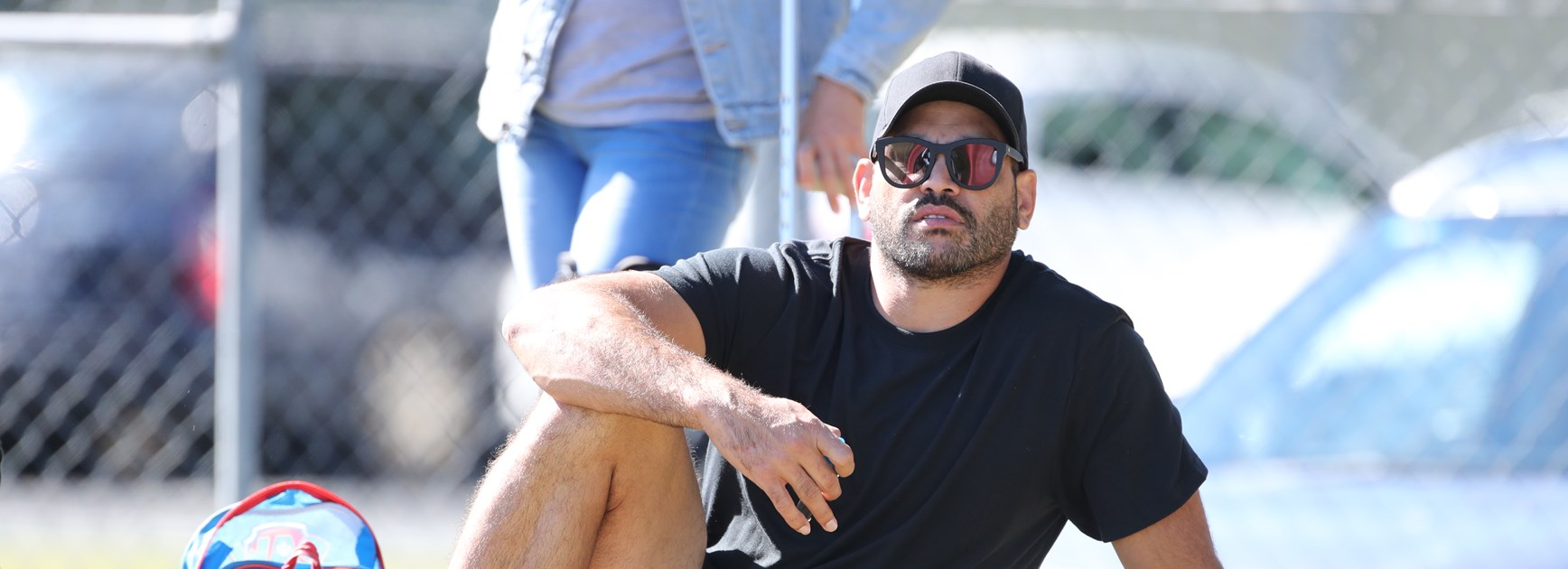 Inglis spends day off supporting women's league