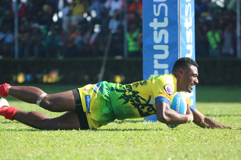 Edene Gebbie scores a try for PNG Hunters in Lae