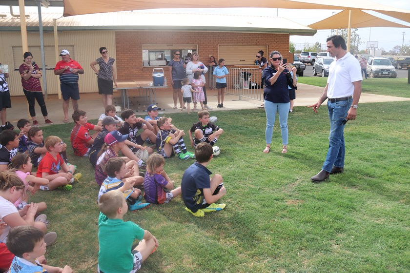 JT chats to kids in Quilpie. Photo: supplied