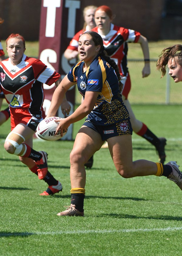 Sienna Norris takes up the ball in the Under 17 Girls grand final. Photo: JD Sporting Photography