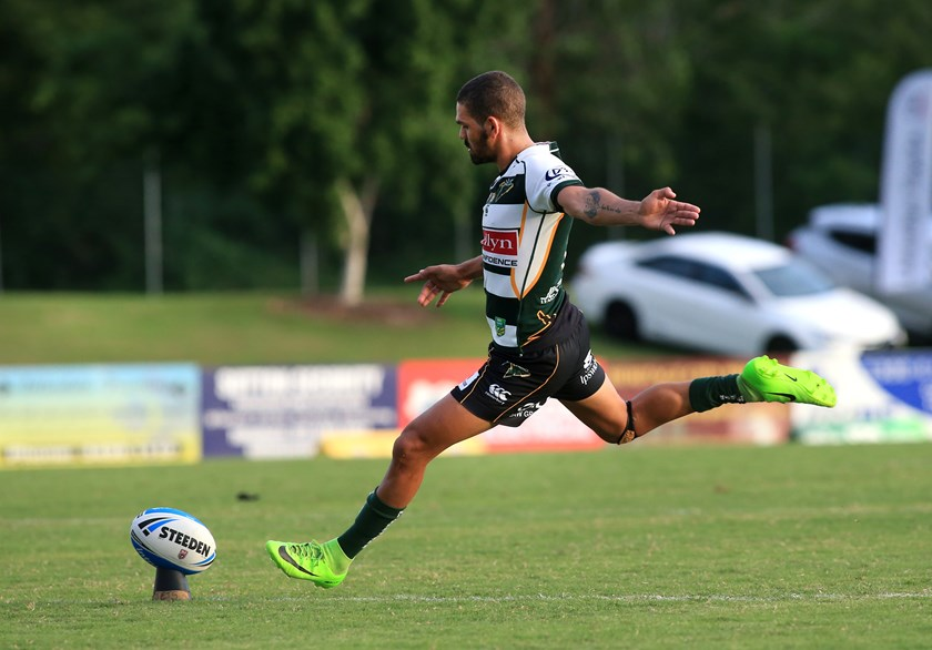 Wes Conlon kicking. Photo: QRL Media