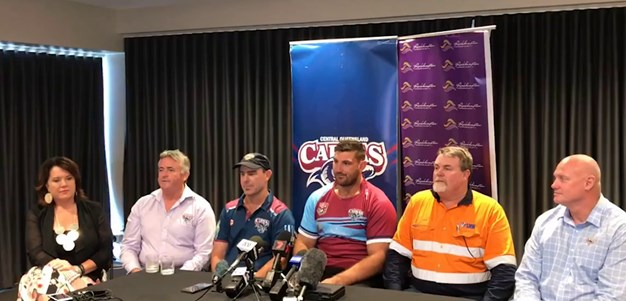 Dave Taylor signs with the Central Queensland Capras