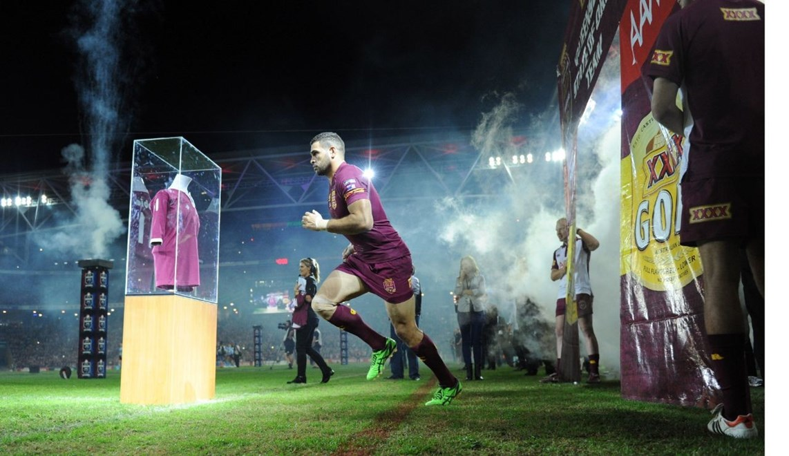 GREG INGLIS - (QLD MAROONS) - PHOTO SCOTT DAVIS - SMPIMAGES.COM - 28th MAY 2014 - QUEENSLAND V NEW SOUTH WALES. Action from game 1 of the 2014 State of Origin series, being played at Suncorp Stadium between the Queensland Maroons and the New South Wales Blues.  This image is for editorial use only.  Any further use or individual sale of the image must be cleared by application to the manager Sports Media Publishing (SMP Images).